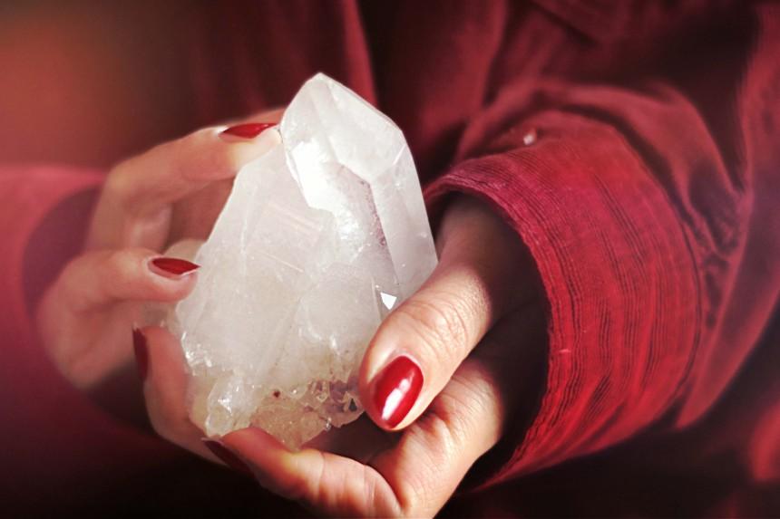 cristal entre les mains
